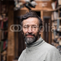 Portrit-of-authentic-old-man-with-berd-and-good-eyes.jpg
