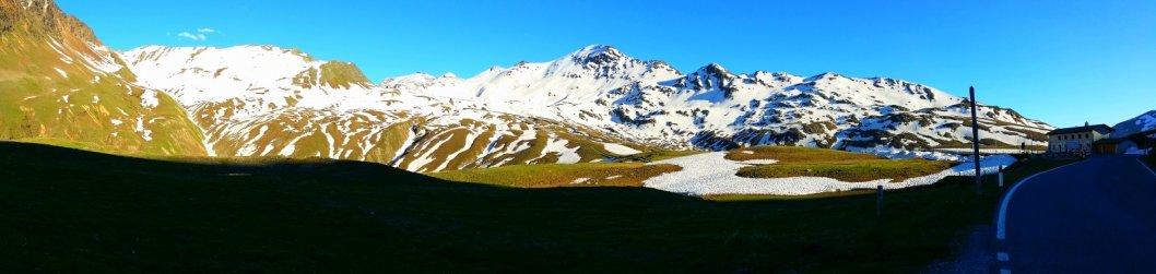 Pass in den Schweizer Alpen