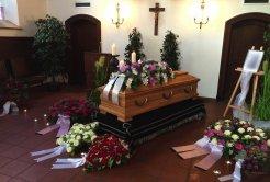 Blumen bei einer Trauerfeier