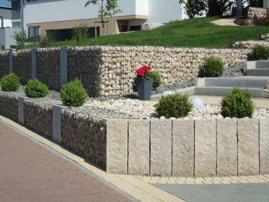 Gartenanlage-mit-Gabionen_2.JPG