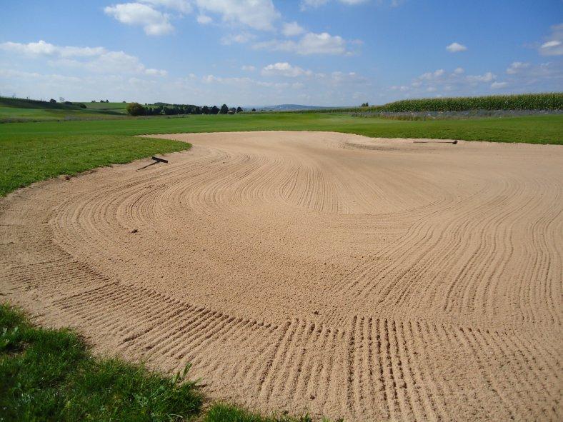 Sandbereich-auf-Golfplatz_2.JPG