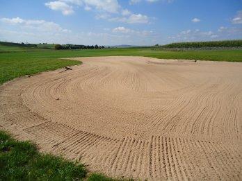 Sandbereich-auf-Golfplatz.JPG