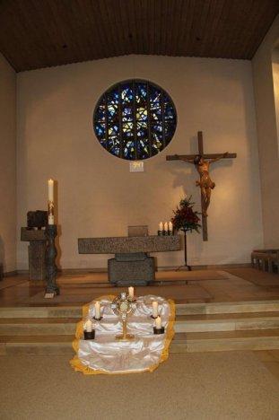 Eucharistische-Anbetung.jpg