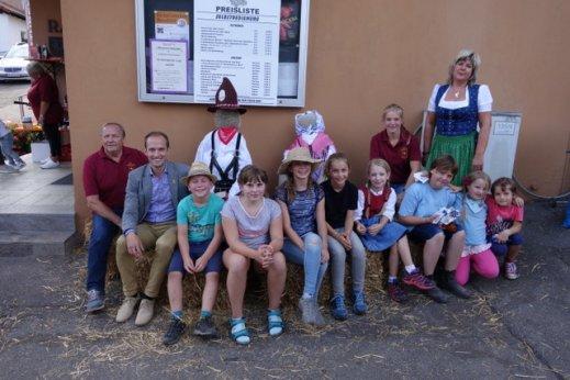 Teilnehmer am Schweinerennen mit OB Dr. Grimmer, K. Mayer und Rita Zigan-Hilgärtner