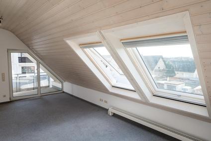 Dachwohnung-mit-Schraegen-und-Dachfenster.jpg