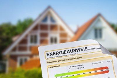 Energieausweis-vor-einem-Haus_xs.jpg