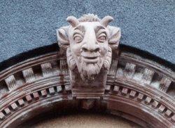 Restaurierung eines Portalbogens mit Neugestaltung des Schlußstein, Kunststein