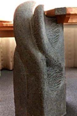 Steinblock als Element für eine Büroeinrichtung
