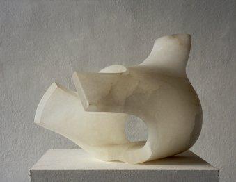 """Bildende Kunst Skulptur: """"anderer Zustand"""", hergestellt aus Alabaster, 30x40x25cm."""