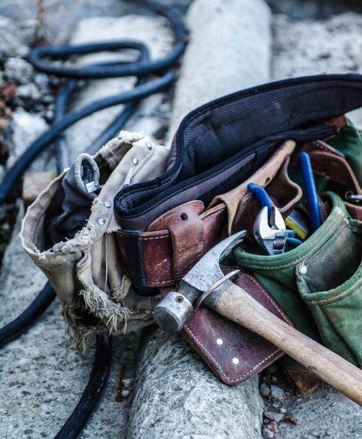 Werkzeug_und_alte_Rohre_der_Rohrreinigung_Berlin_2.jpg