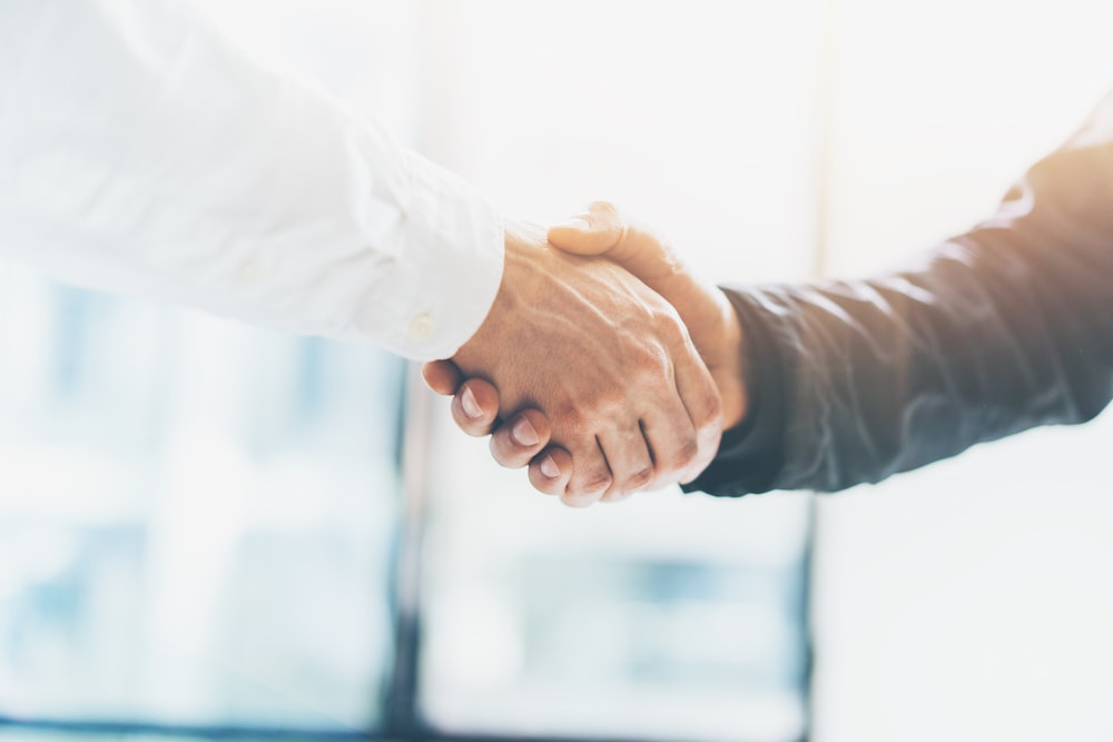 schenk-immobilien-Handshake-min.jpg