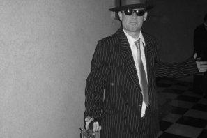 20er Jahre Flüsterkneipe mit Kriminal Walkact