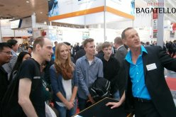 Trade fair entertainment attracts attention.