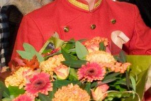 DIE PAGEN - Hochzeitsunterhaltung mit Blumenbukett