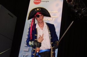 Pirate walking act at the Kölner Lichter festival.