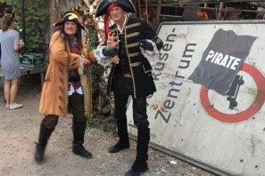 Radau Piraten leiten die Gäste auf dem PIRATE Summit.
