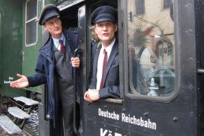 Schaffner Walkact ist der Spaß bei historischen Bahnfahrten