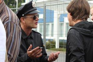 Cop als Empfangswalkact