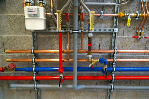 Rohrsanierung_buntes_Rohrsystem_.jpg