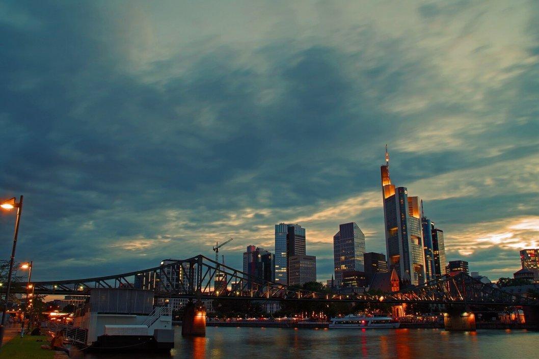 skyscraper_hochhaeuser_frankfurt-rohrreinigung_frankfurt-abflussreinigung_frankfurt_am_main.jpg
