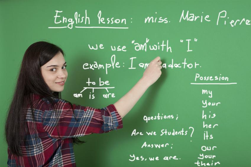 beautiful-english-student-study-english-lesson_s.jpg