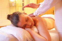Lassen Sie sich durch Wellnessmassage verwöhnen , manuelle Lymphdrainage