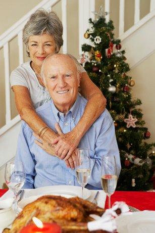 Wer über das Jahr hinweg cholesterinbewusst lebt und isst, kann sich zu Weihnachten unbesorgt auch mal einen Gänsebraten gönnen. Foto: djd/Amgen GmbH Corbis