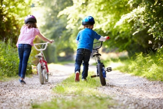 Two_Children_Pushing_Bikes_Along_Country_Track_xs.jpg