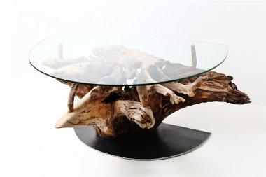 Tisch mit Glasplatte