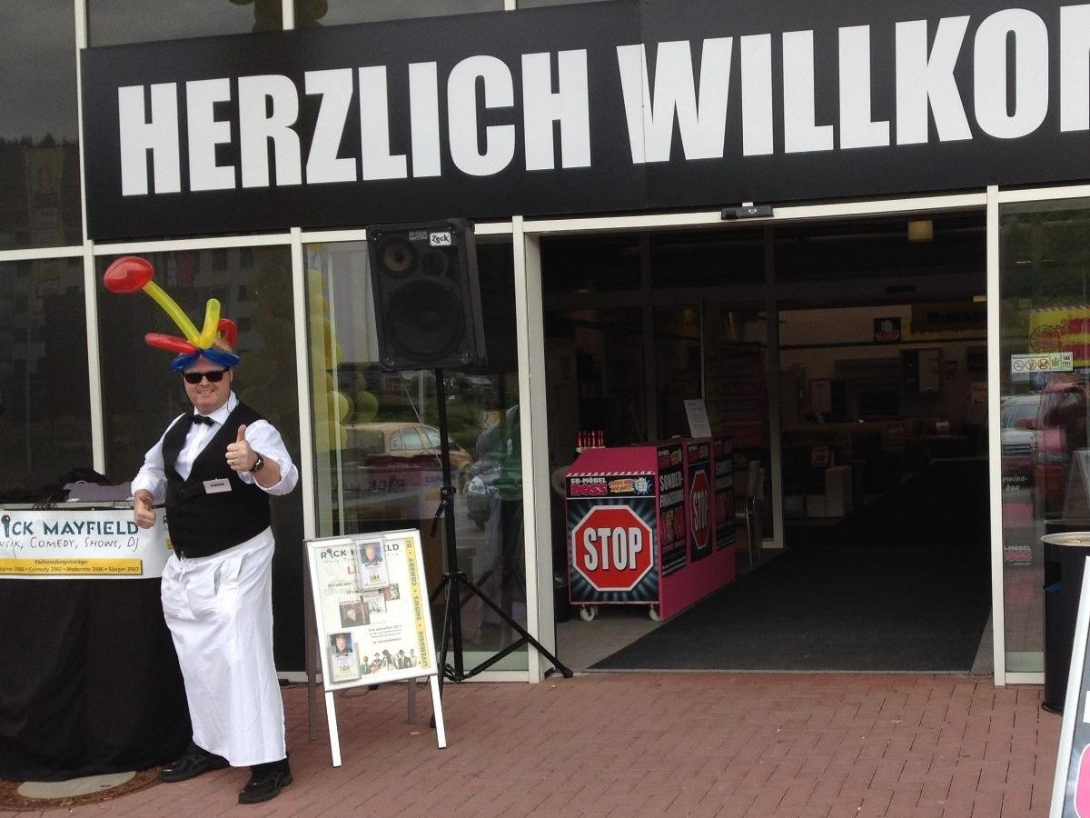 Comedy-Kellner Frankfurt - Geschäftseröffnung