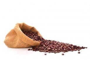 Coffein u.a für Coffein-Shampoos wird z.B. aus Kaffebohnen oder Teeblättern extrahiert (© amenic181 – fotolia.com)