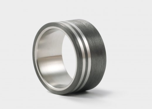 Ring aus Carbon und Titan