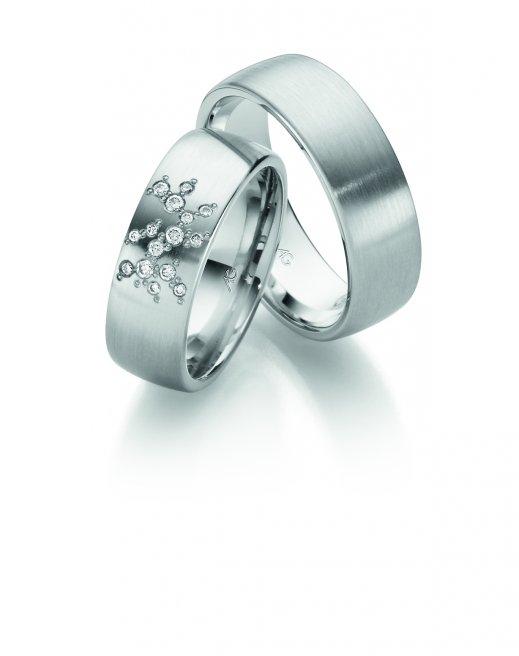 Ringe aus rhodiniertem Weissgold mit sternenhimmelgefassten Brillanten