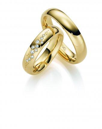 Ringe aus poliertem Gelbgold mit sternenhimmelgefassten Brillanten