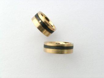 Ringe aus Roségold mit Carbon