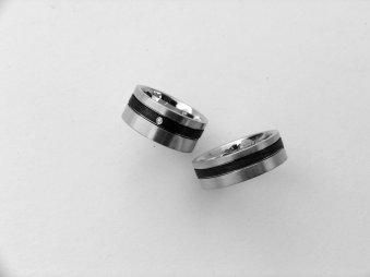 Ringe aus Weissgold mit Carbon
