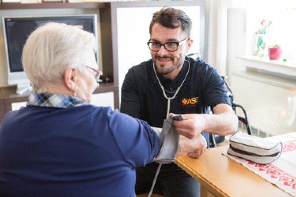 Ausbildung-Altenpflege-2.jpg