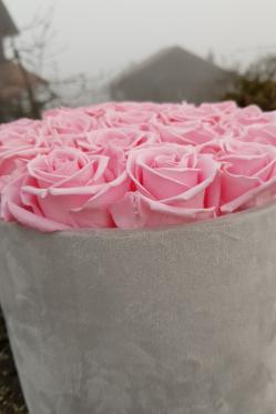 DIY-Deko-Idee-mit-stabilisierten-rosa-Rosen-selber-machen-Deko-Idee.png