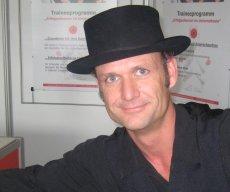 Engelbert Kobelun Artdirektor des Walkacts Die Pagen