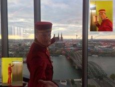 Da wo der Walkact Liftboy hingehört, der Skytower in Köln
