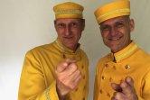 Gelbe Hotelpagen Uniform