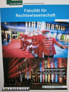 Die Pagen begleiten den Absolvententag der Uni Bielefeld