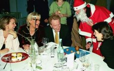 Weihnachtsfeier mit Weihnachtsmann
